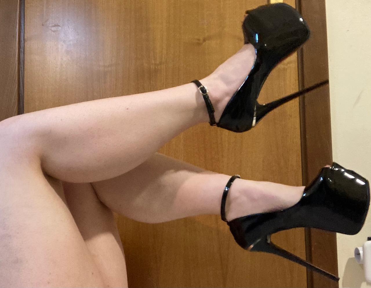 Chiama ora e godi con Linea Erotica Laura Cod. 117